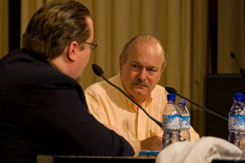 Dos autores geniales de ciencia ficción frente a frente: Lem vs Haldeman